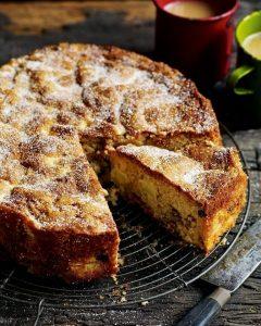 Apple raisin cake