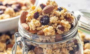 Almond muesli with grapes