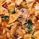 Bow tie macaroni pizza