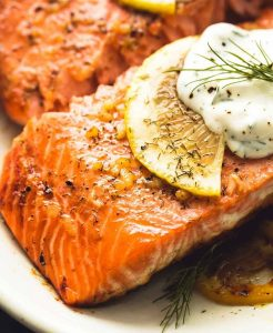Broiled salmon with lemon and dill