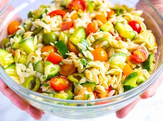Easy orzo salad with peas