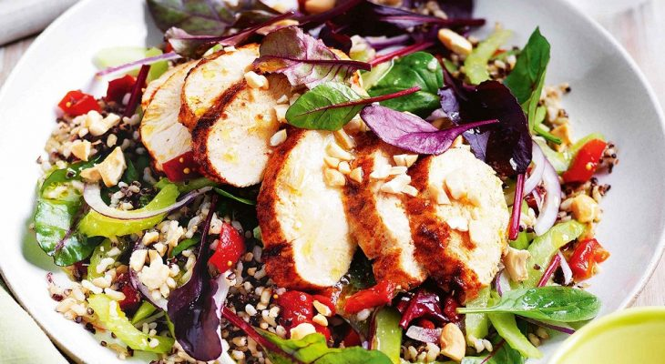 Spinach & wild rice salad & grilled chicken breasts